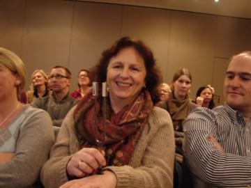 Eine Teilnehmerin mit einem Diagnostik-Hilfsmittel