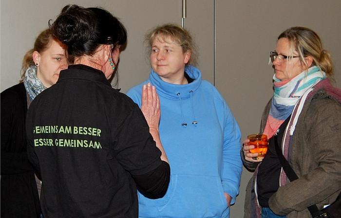 Mitglieder des Wundnetz-Beirates im Austausch mit Teilnehmern der Veranstaltung