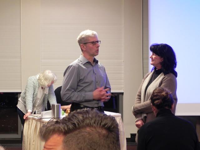 Herr Oldenburg im Gespräch mit Mitgliedern des Wundnetzvorstandes