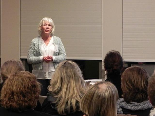Frau Dr. Timm, Vorsitzende des Wundnetzes Kiel e.V.