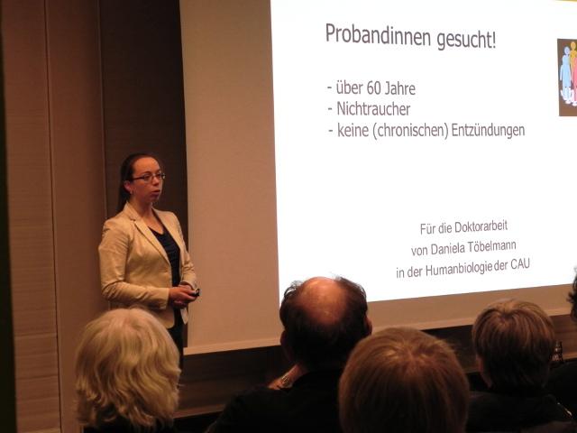 Daniela Töbelmann bei der Präsentation des Themas
