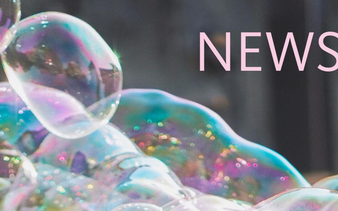 """Große Seifenblasen mit Schriftzug """"NEWS"""""""